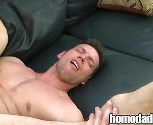 Bareback Muscle Guy Fucking Twink on HomoDaddy